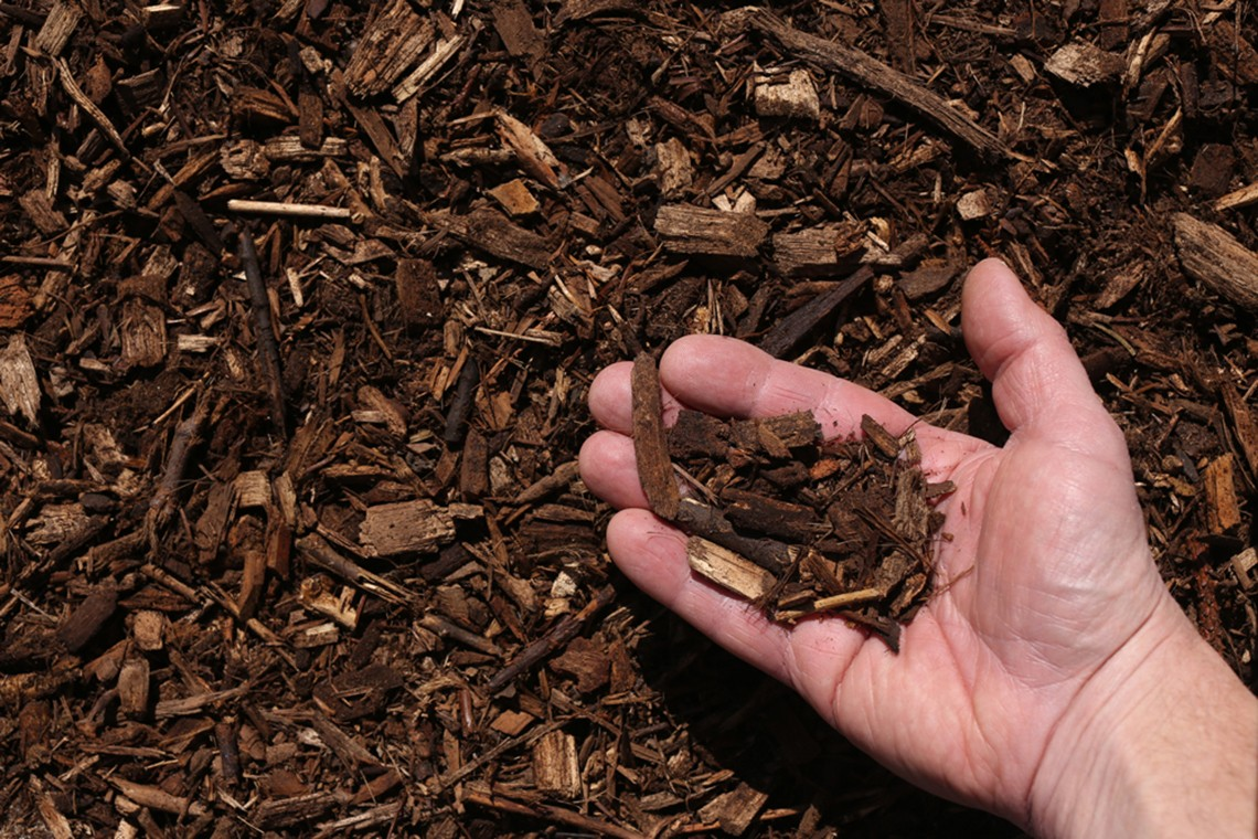 premium oak bark mulch double shredded hand