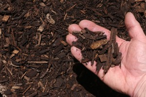 hardwood bark mulch hand 300x200